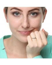Złoty pierścionek z brylantem i motywem serca