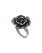 Srebrny pierścionek z motywem kwiatu
