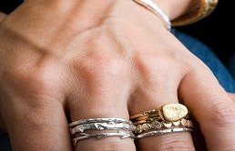 Czy można łączyć biżuterię złotą i srebrną?