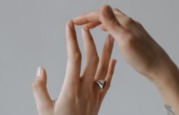 Biżuteria minimalistyczna — prostota, która zachwyca