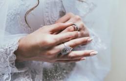 Dlaczego nosimy biżuterię i jak to na nas wpływa?